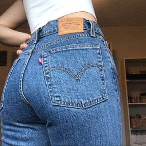 Levi Wedgie Straight Jeans !!